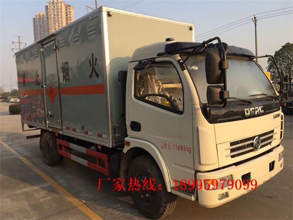 春風多利卡6.7噸易燃液體廂式運輸車