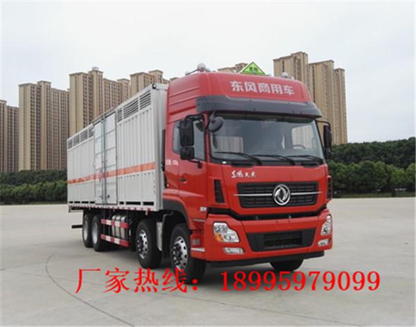 东风天龙17吨大型腐蚀性物品厢式运输车