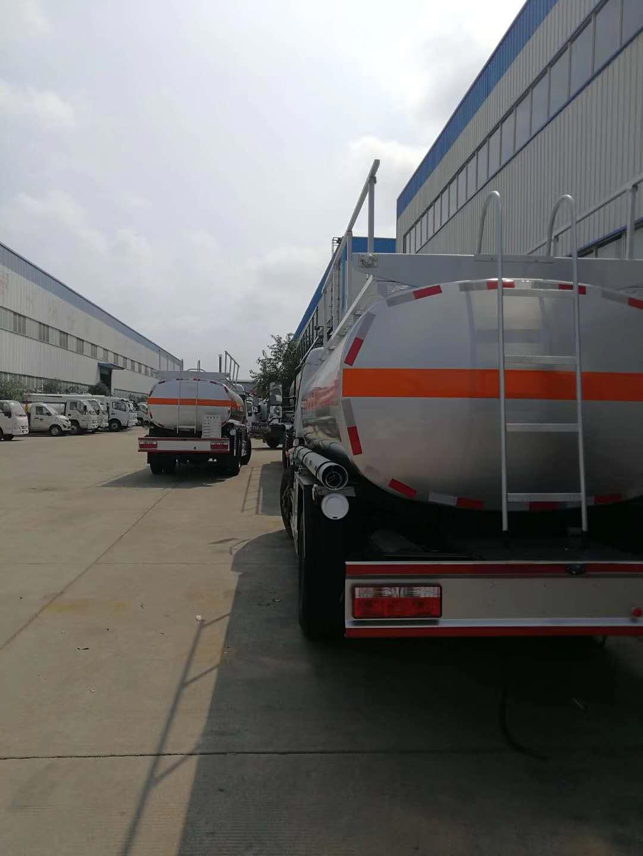 东风多利卡8吨国五加油车图片
