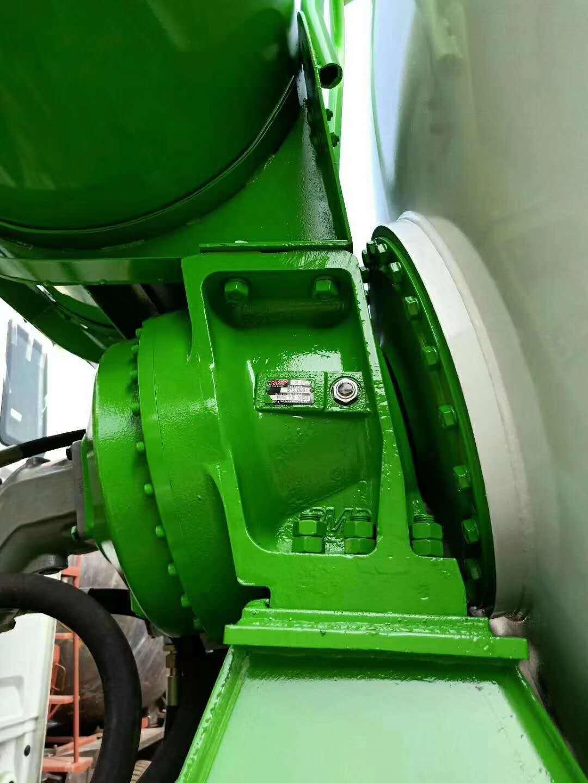 强烈推荐重汽豪沃18方混凝土搅拌车图片