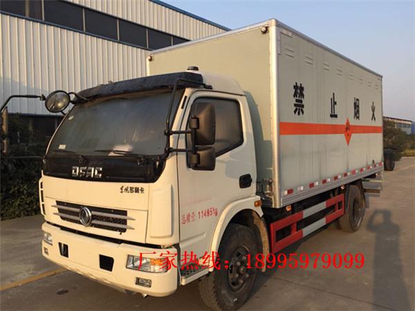 东风多利卡7.5吨八类腐蚀性物品厢式运输车