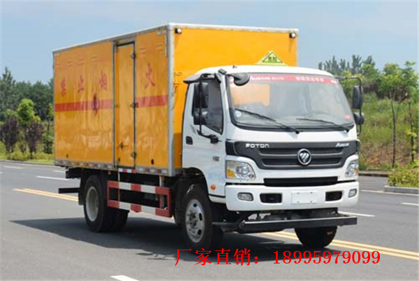 福田欧马可6.9吨八类腐蚀性物品厢式运输车