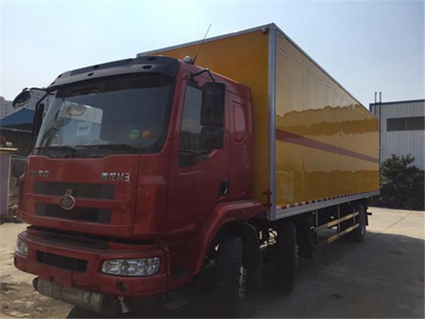 柳汽乘龍15噸(9米6)雜項風險物品廂式運輸車