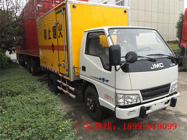 江鈴新順達1.4噸藍牌易燃固體廂式運輸車