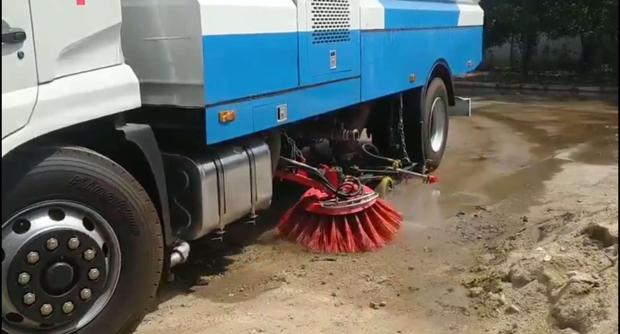 东风天锦16方洗扫车强大的清扫和冲洗能力~效果棒棒哒