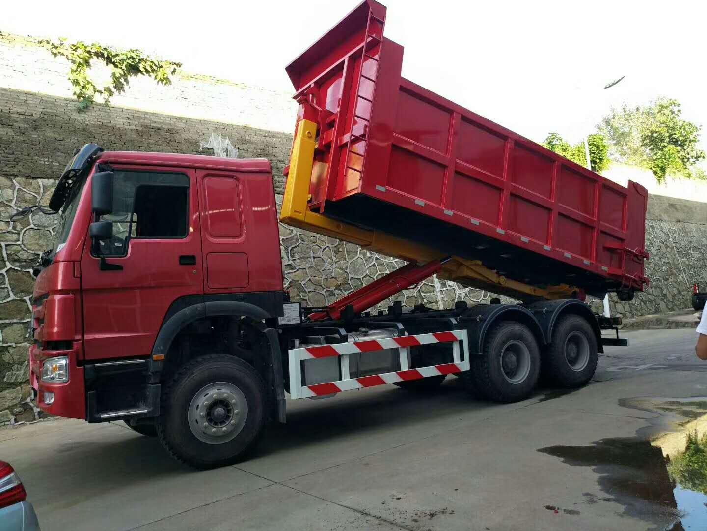 重汽豪沃26吨勾臂垃圾车