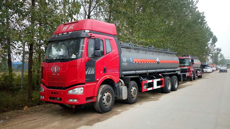 解放18.2m³前四后八硫酸运输车/碳钢罐