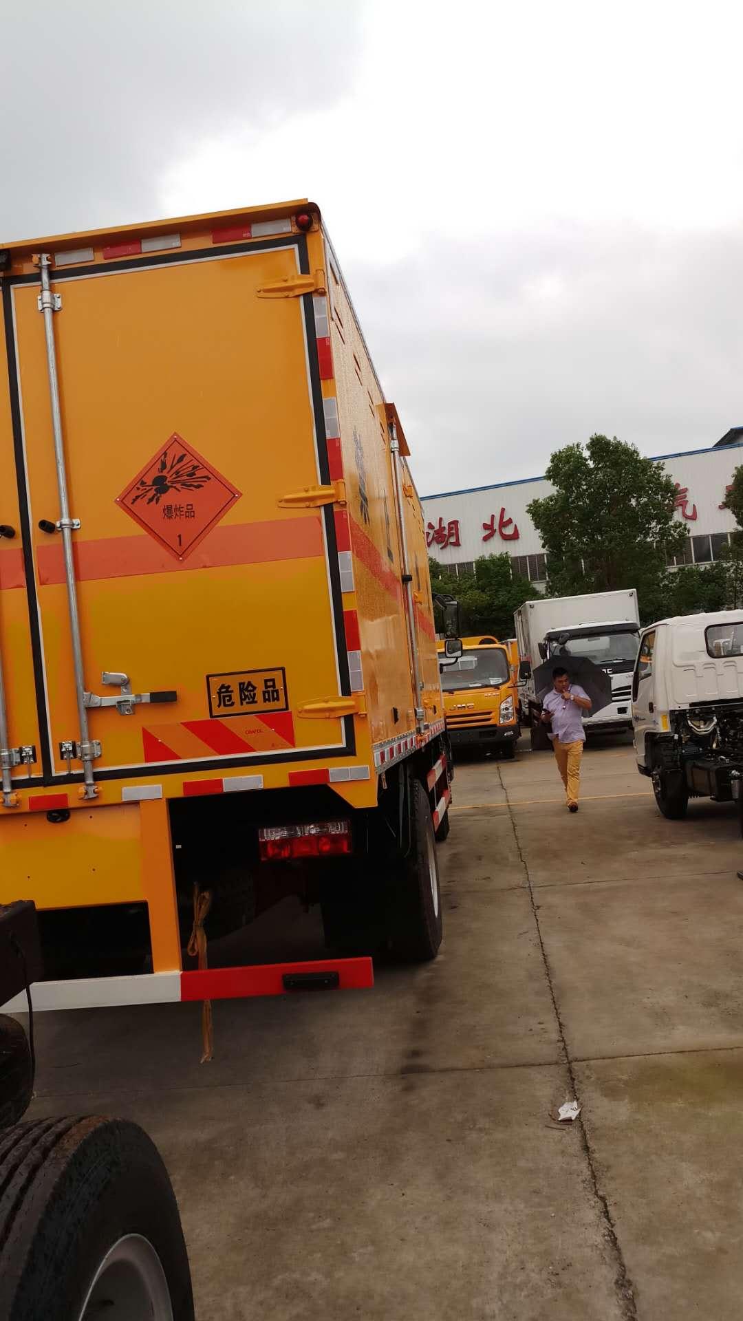 东风D9爆破车运输车 (2)