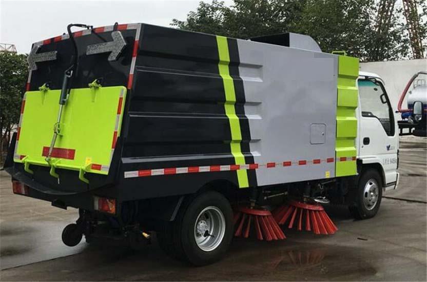 五十铃600P5吨扫路车