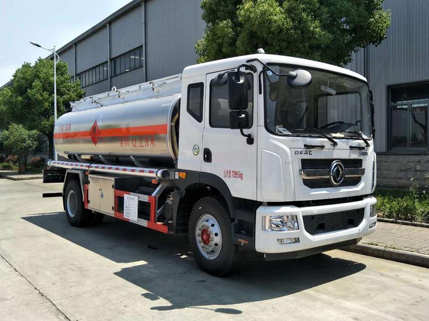 东风多利卡10吨油罐车(国五)