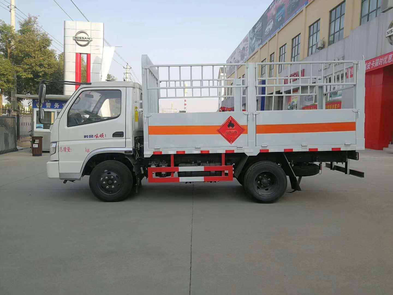 配置最高的一款汽刹柴油版气瓶运输车价格七万五