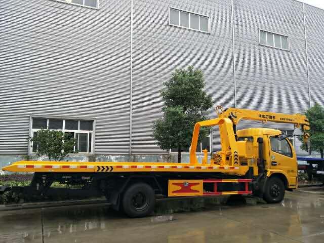 带吊清障车价格_5吨东风平板清障车带6吨吊机多少钱?