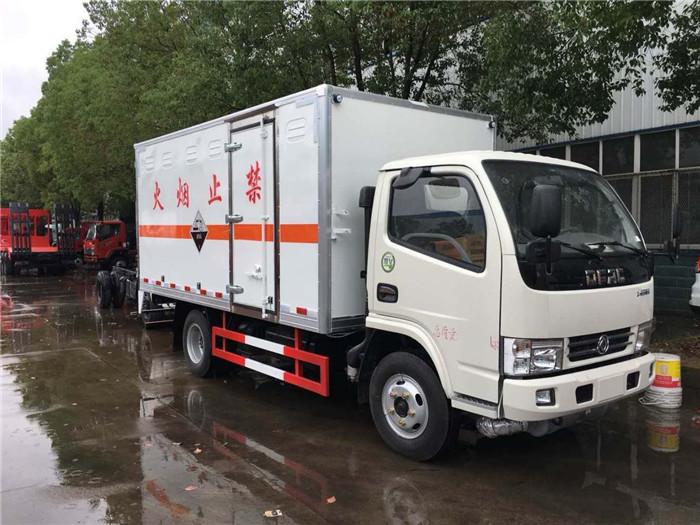 东风3.4米易燃液体厢式运输车