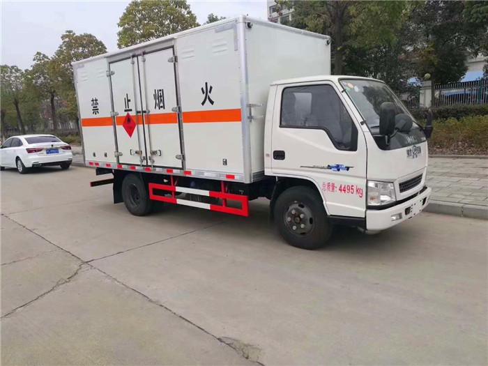 江铃4.2米易燃液体厢式运输车