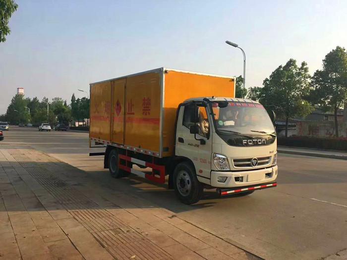 蓝牌福田奥铃4米易燃液体厢式运输车1.4吨
