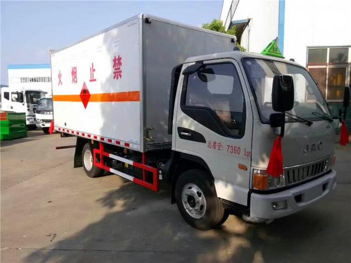 江淮4.2米易燃液体厢式运输车