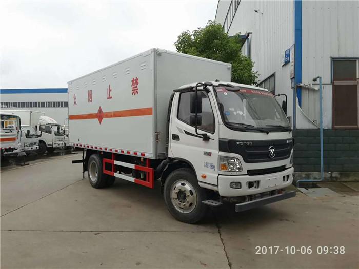 5米福田欧马可易燃固体厢式运输车6.7吨