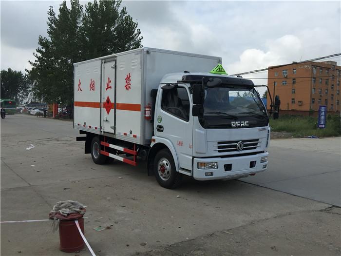 5米蓝牌东风腐蚀性物品箱式运输车