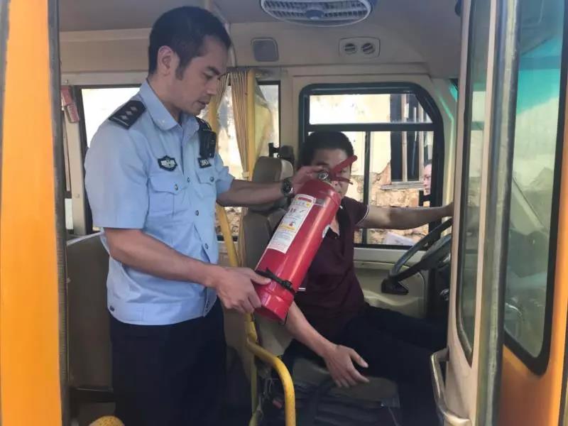 """连江:多部门为校车安全""""除隐患"""""""