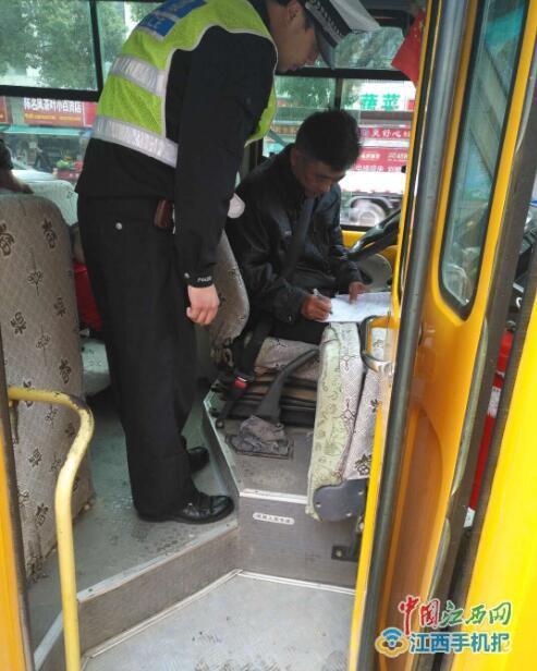 """德安交警多举措加强校车交通安全管理工作打造学生出行""""平安路"""""""