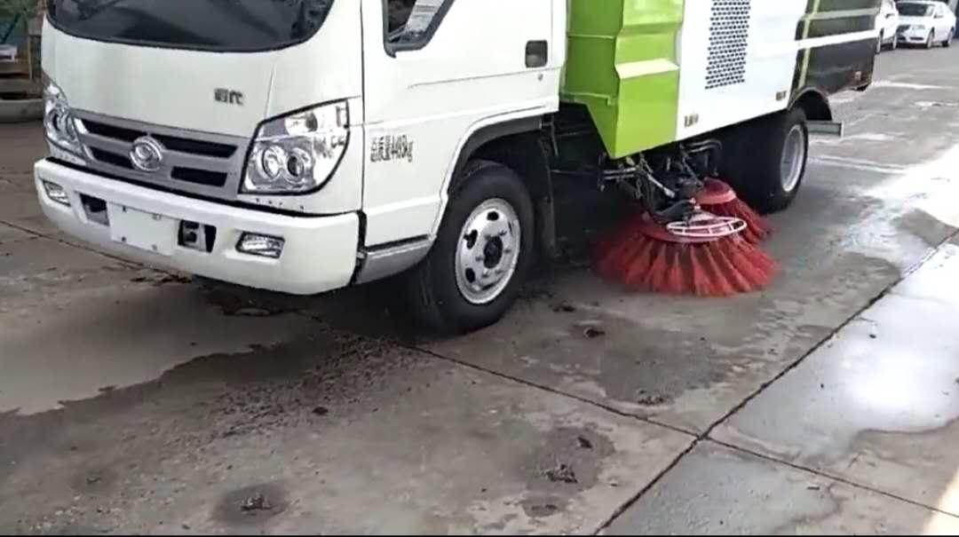 福田扫路车