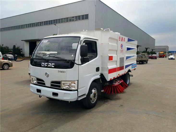 东风多利卡5吨扫路车 (2)