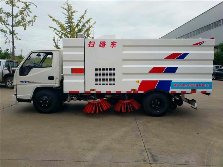 东风多利卡5吨扫路车 (1)