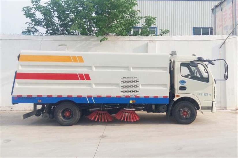 东风多利卡5吨扫路车 (19)