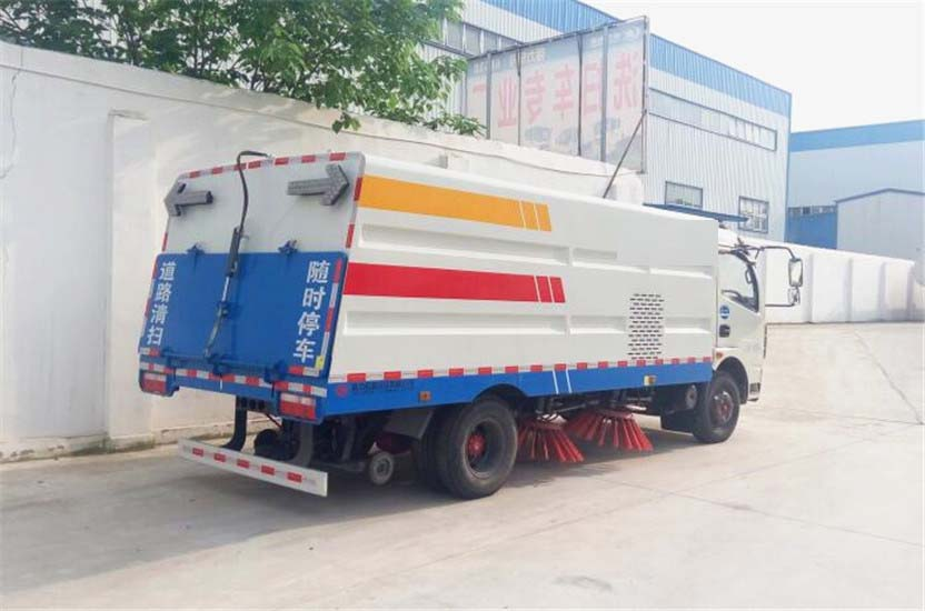 东风多利卡5吨扫路车 (20)
