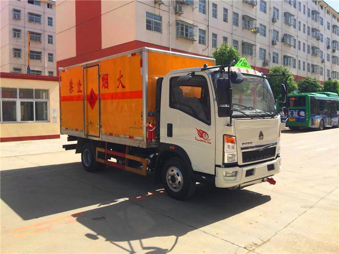 国五1.2吨豪沃蓝牌4.1米民爆运输车