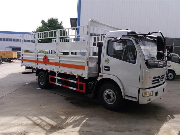 5.1米东风多利卡6.7吨气瓶运输车