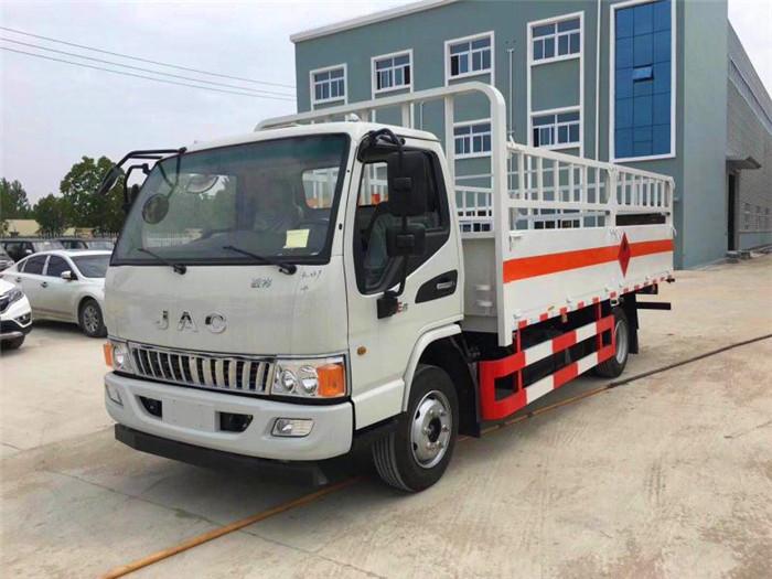 黄牌4米江淮钢瓶运输车3.7吨