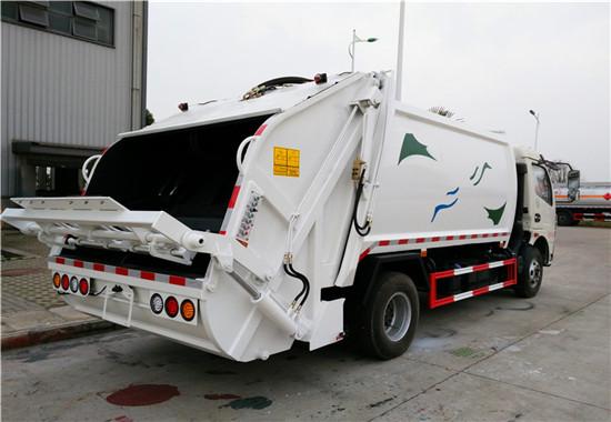 8方压缩垃圾车 (3)