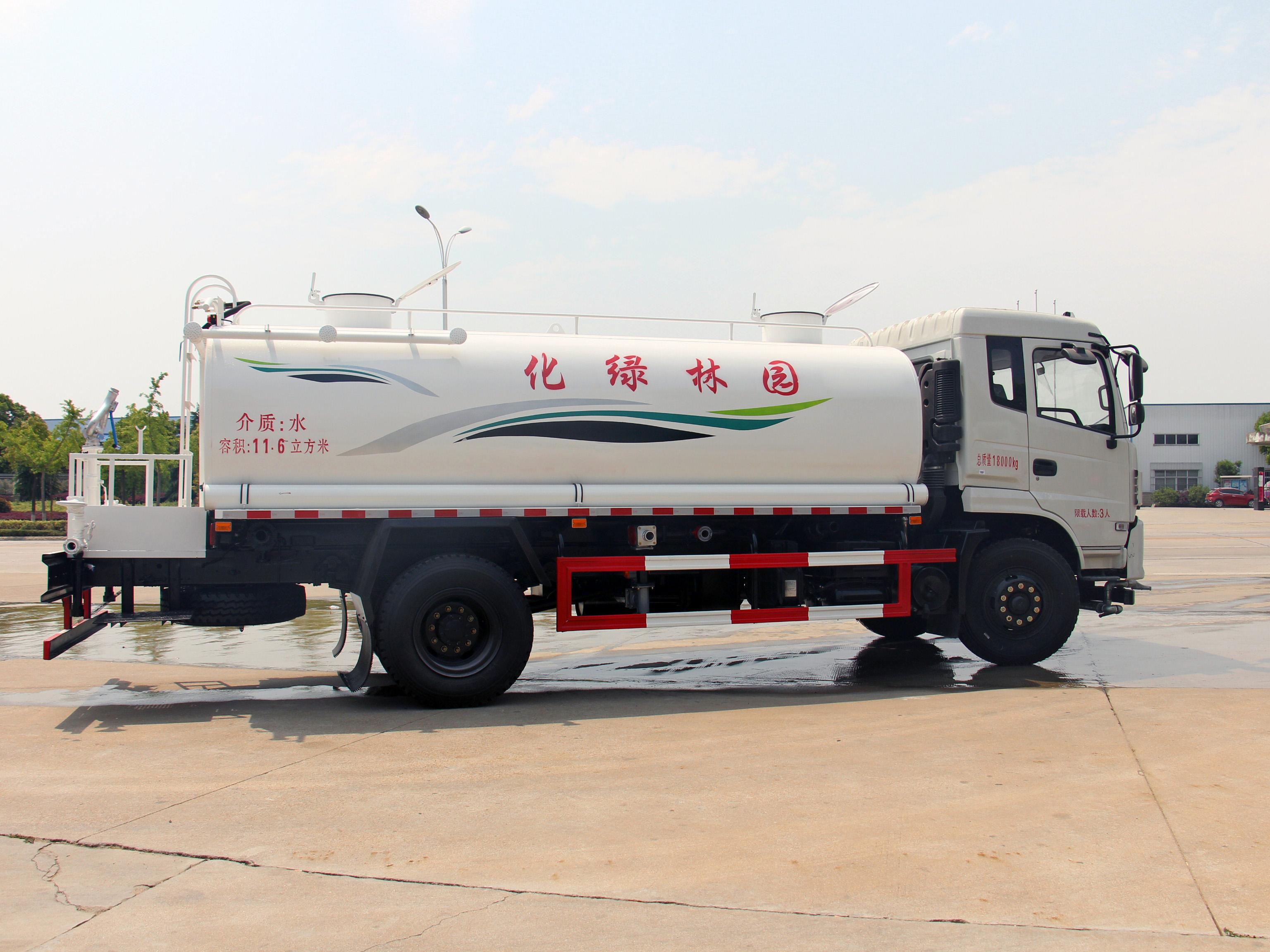 云南昆明东风专底洒水车 12吨洒水车厂家在哪里价格多少?