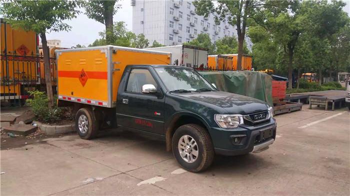 小型东风日产皮卡爆破器材运输车图片
