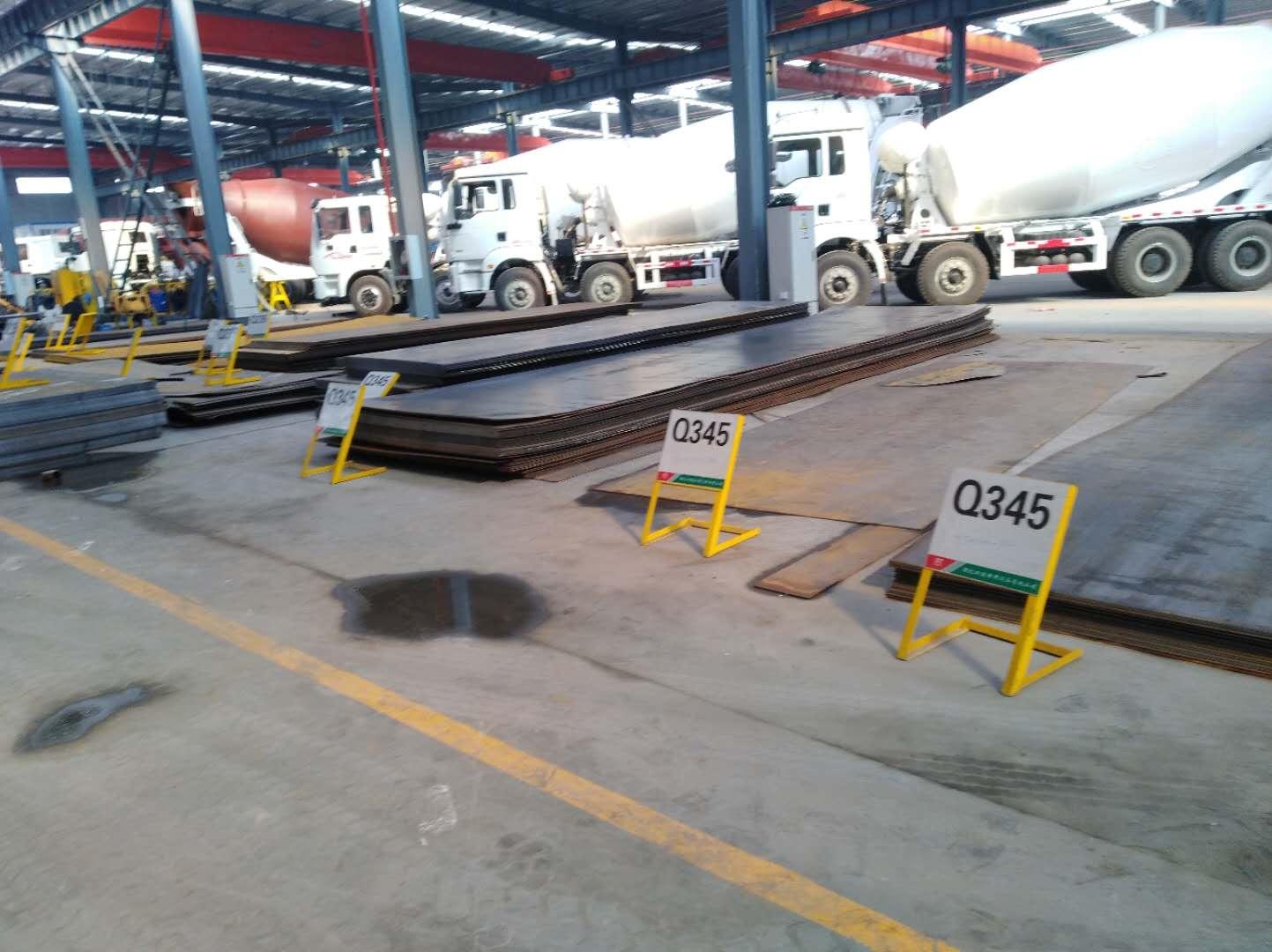 车间钢材摆放区域