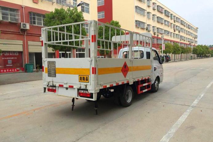 3.18米东风途逸1.485吨气瓶运输车