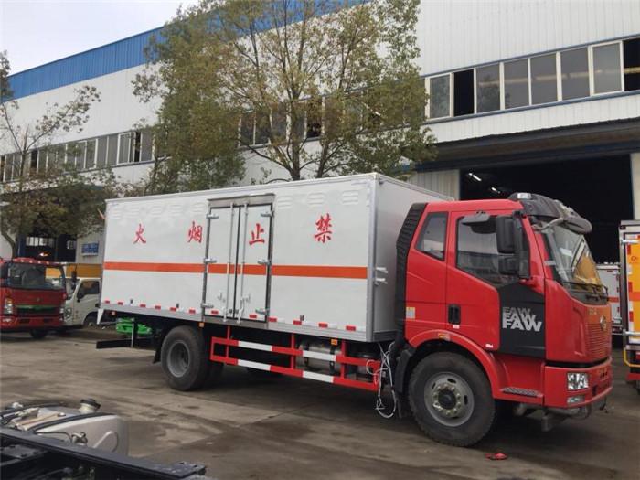 10吨解放杂项危险物品厢式运输车6米2