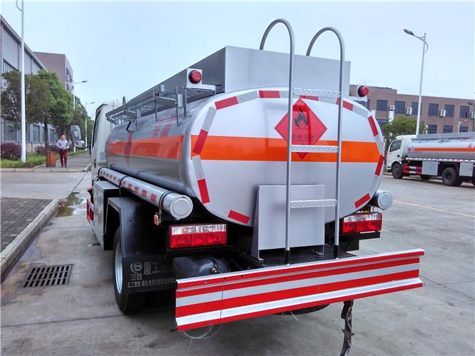 東風小多利卡4.43方(實際5方)柴油加油車(不超重)_高清圖片