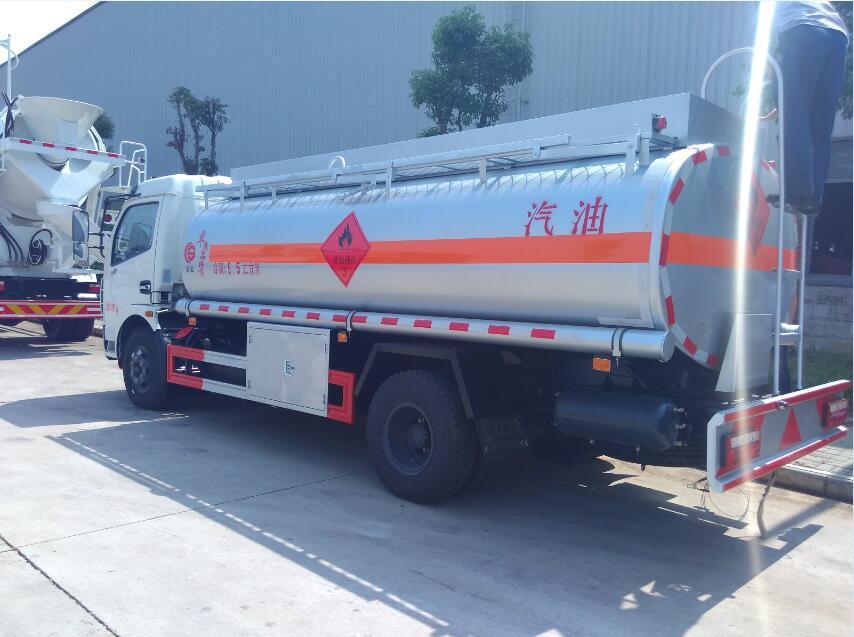 东风大多利卡9.5方(实际9.8方)汽油加油车图片