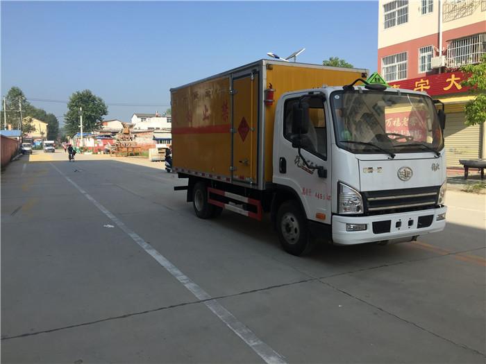 4米解放腐蚀性物品厢式运输车