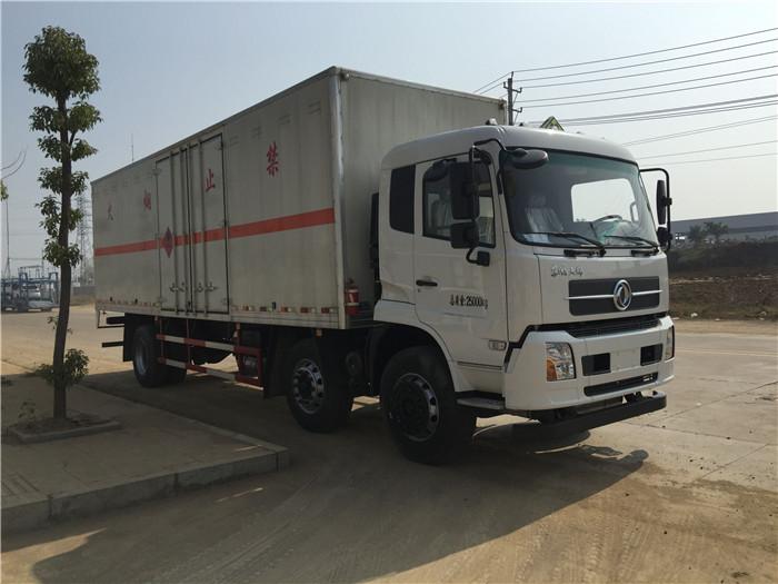东风天锦8.6米腐蚀性物品厢式运输车