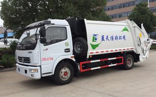 多利卡6吨压缩垃圾车带垃圾斗图片