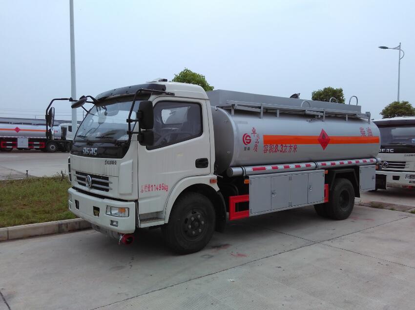 东风大多利卡8.3方(实际9.6方)柴汽油加油车(热销车型)