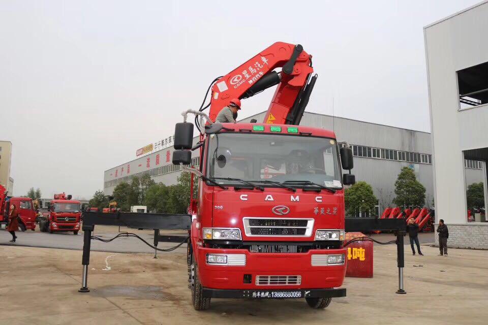 华凌星马25吨折臂吊机明星品牌