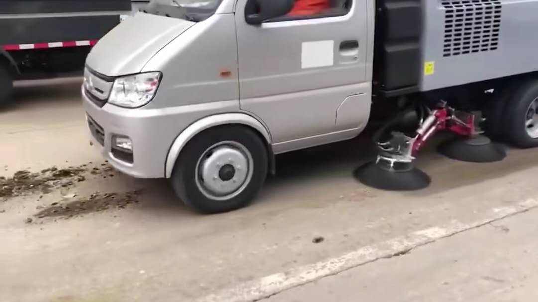 长安扫路车2990轴距扫路车视频