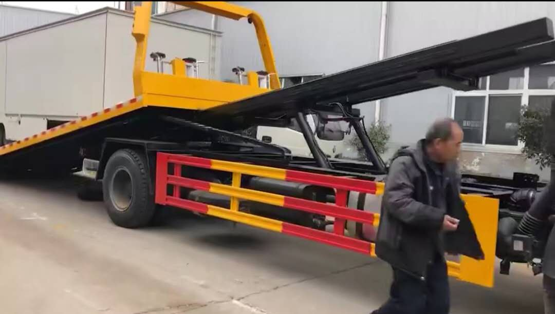 解放J6大平板清障车视频