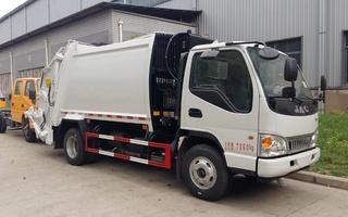 江淮5吨后装式挂桶压缩垃圾车图片