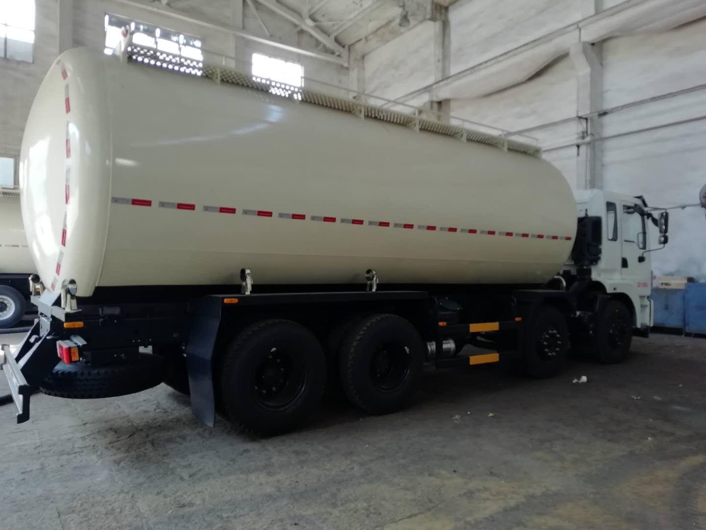广东地区东风前四后八轻量化散装水泥车厂家价格仅需33.8万