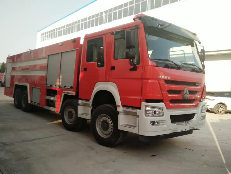 重汽豪沃水罐消防車